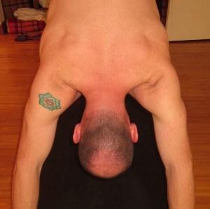 下犬式的肩膀该怎样?